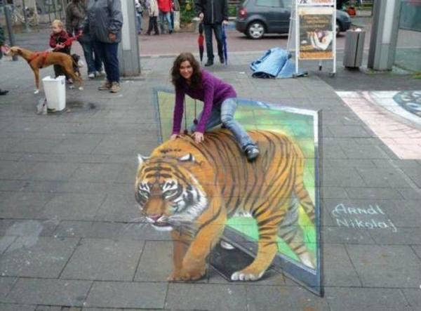 美女不惧大老虎