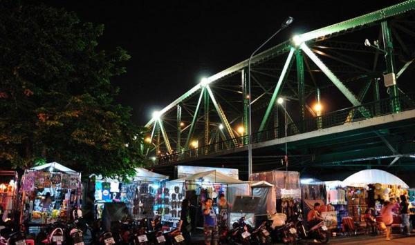Saphan Phut.jpg