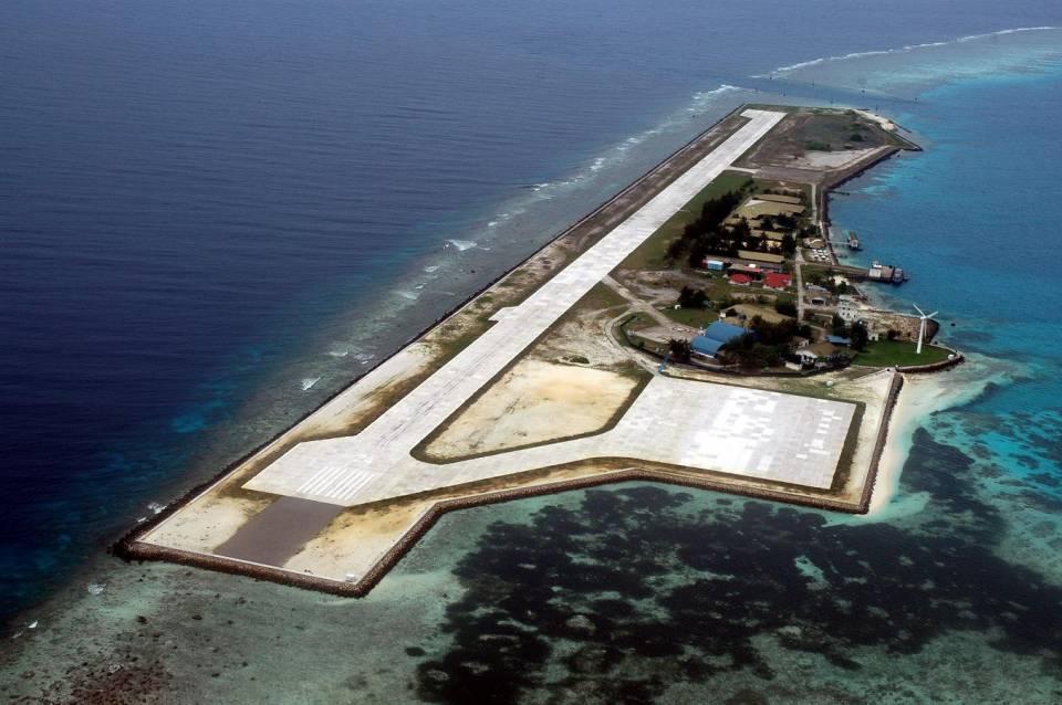 中国南海岛礁扩建最新卫星照:赤瓜岛大厦已成形(图)