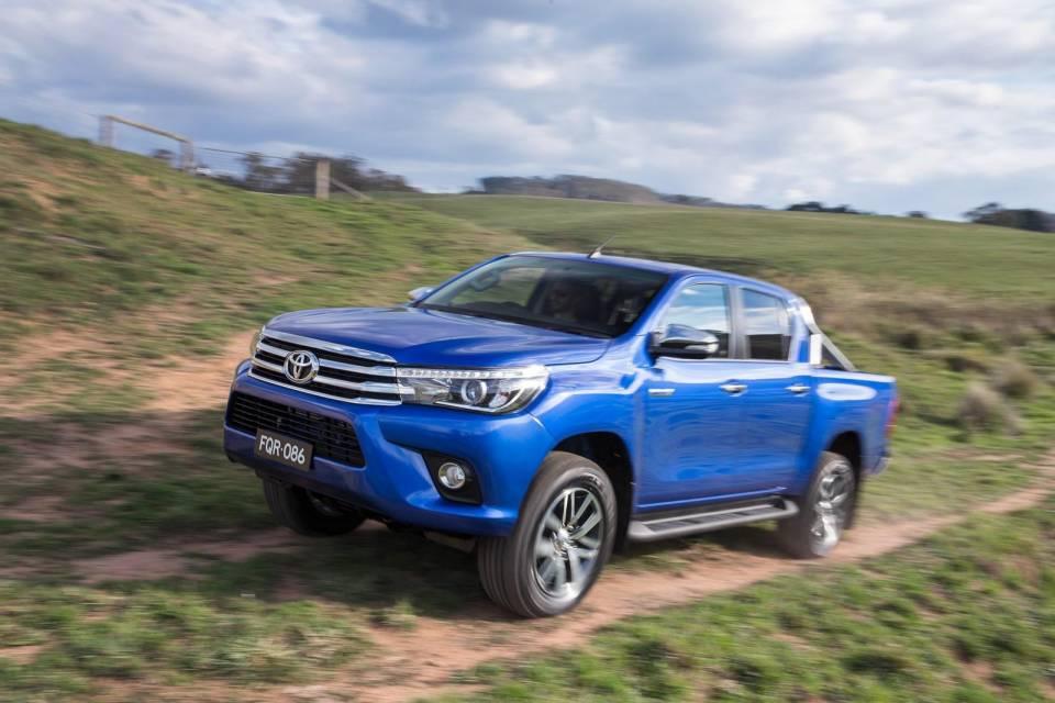 �ڰ˴� Toyota Hilux ������