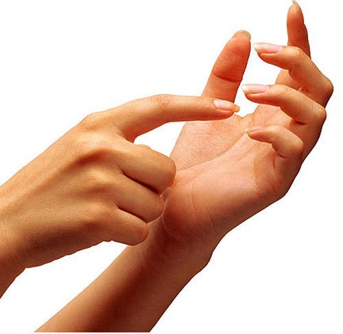 红忽青有斑点 手掌发出健康警示图片