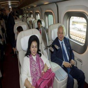 PM Dan Isteri Menaiki Keretapi Laju Jepun