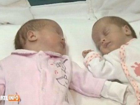 Sepasang kembar lahir beza 2 bulan