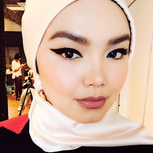 DIY Bold Eyeliner