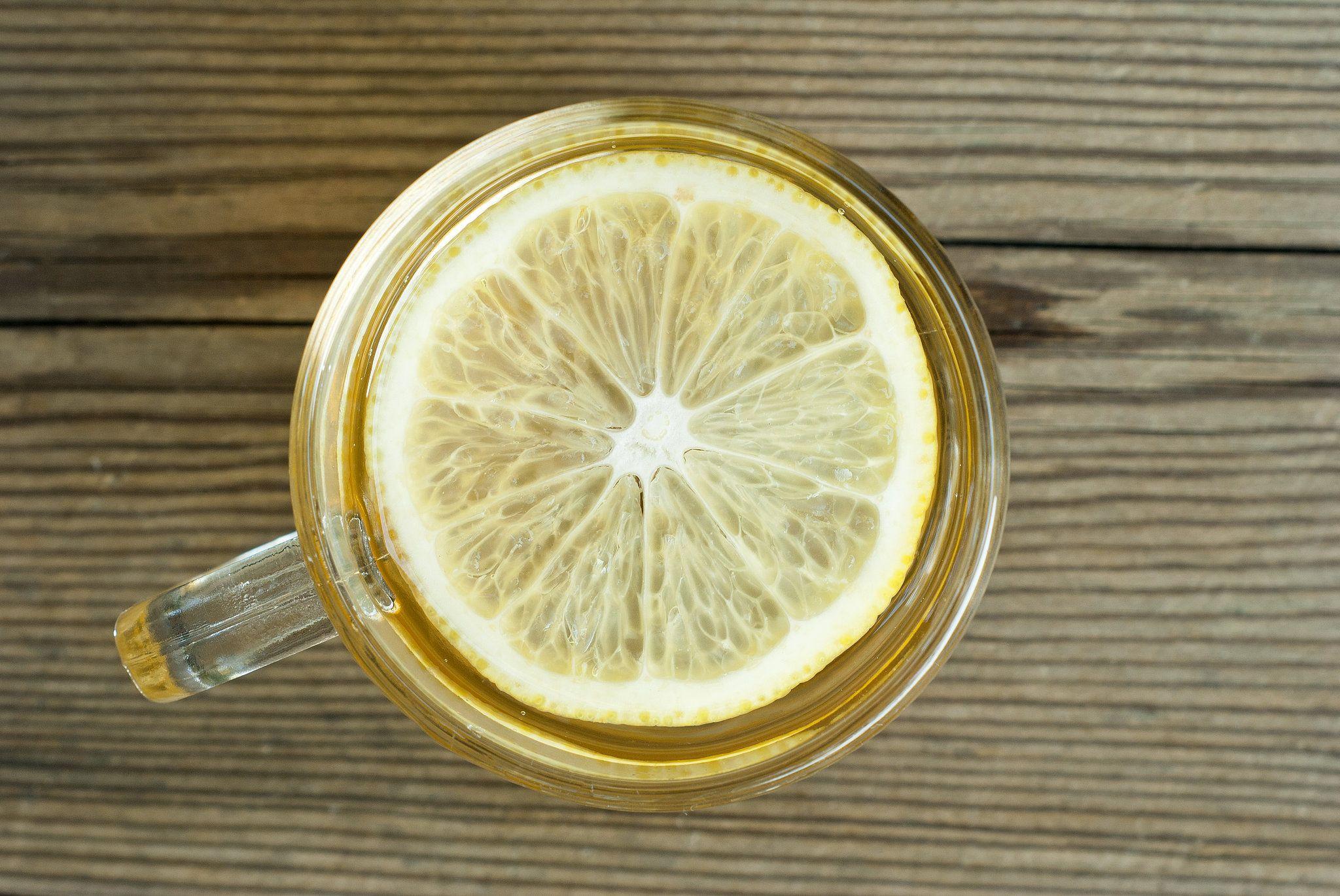 4 Khasiat Minum Air Lemon Panas Setiap Hari