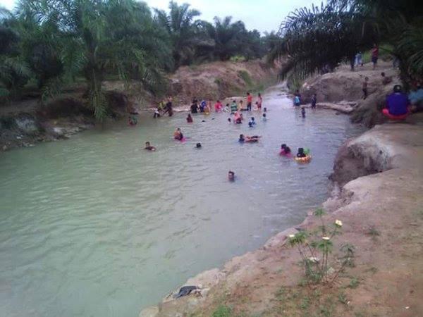 Paya Biru Water Park Cuit Nostalgia