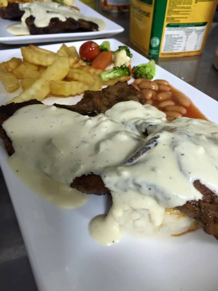 Makan Besar Di Maharani's Street Cafe Muar