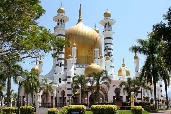 Top 10 Masjid Ini Paling Tinggi Dikunjungi Ramai Untuk Solat Terawih