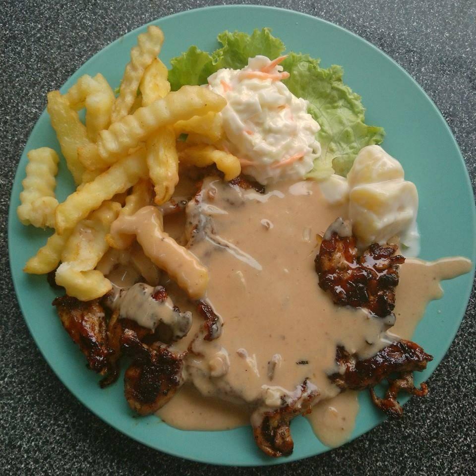 Bercitarasa ala barat serbu 39 port 39 makanan terbaik dan for Ada s fish fry