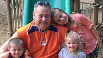 9癌男不向命运低头,8岁起成功抗癌如今当上祖父!