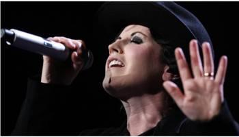 王菲曾翻唱经典名曲  小红莓乐队主唱桃乐丝去世,享年46岁!