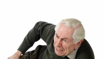 老人跌倒要如何做?医生授招预防摔跌!