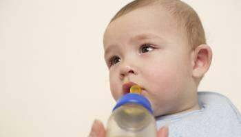 宝宝内脏发育不完整,1岁宝宝忌喝蜂蜜!