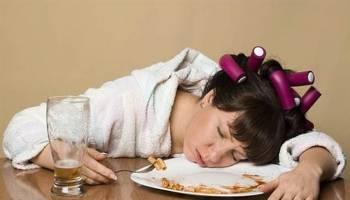 """吃饱后总是想睡觉?这就是 """"餐後嗜睡症"""",中风机率更高!"""