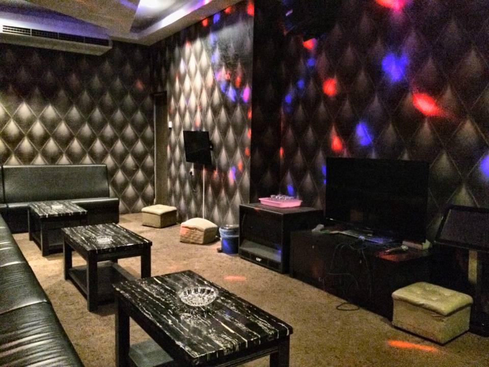 Karaoke包厢(附厕所)