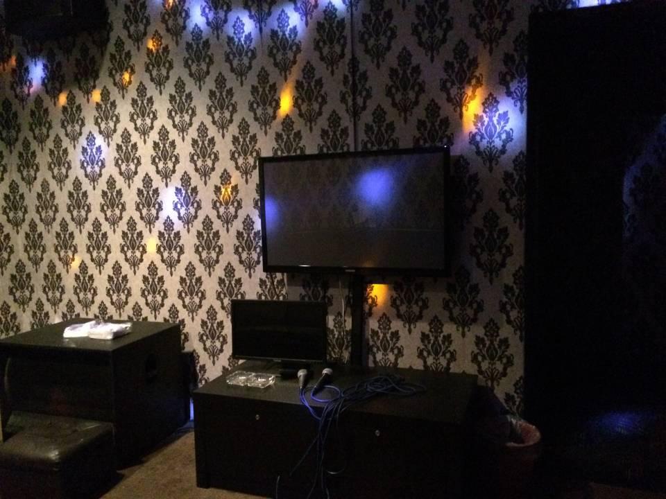 Karaoke 包厢(附厕所)