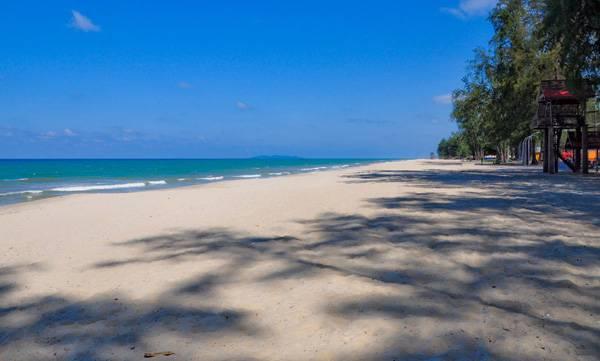 Pantai-Batu-Burok1.jpg