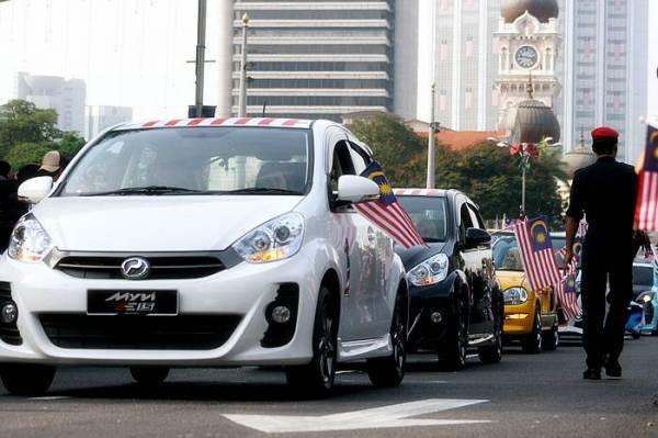 Perodua_convoy_at_the_2011_Hari_Malaysia_celebrations_at_Dataran_Merdeka,_Kuala_.jpg