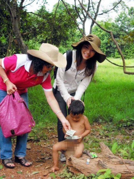 cambodia with children_副本.jpg