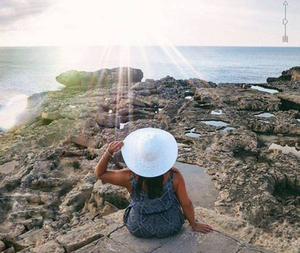 nadia ferdaoussi take your photos when travelling solo