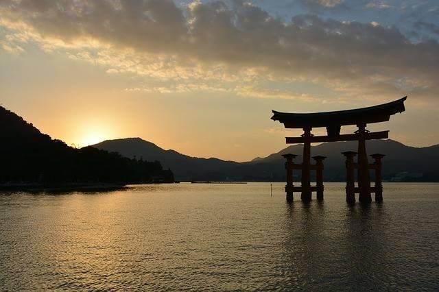 shrine-1030442_640.jpg