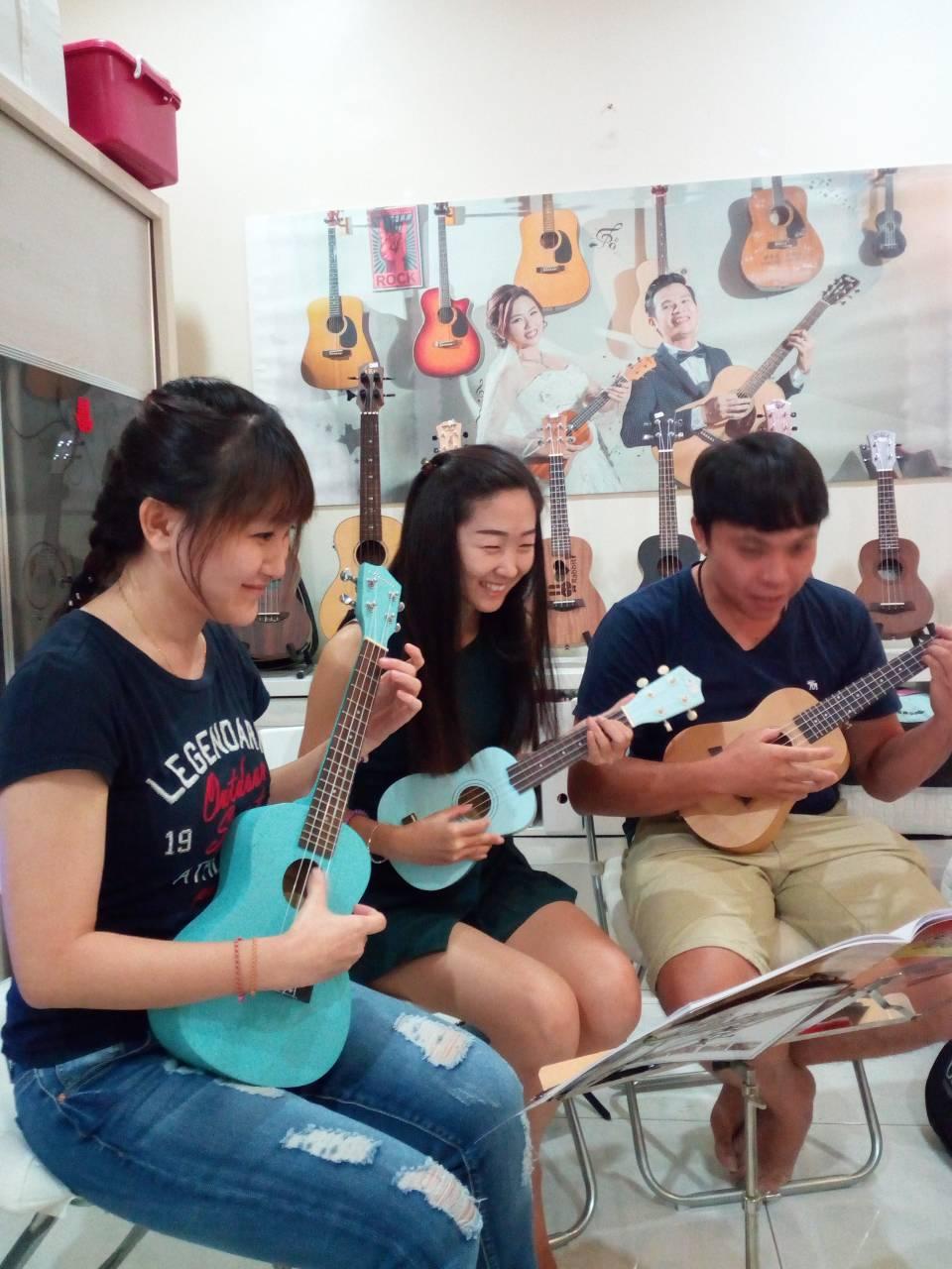 Thiam Guitar Ukulele