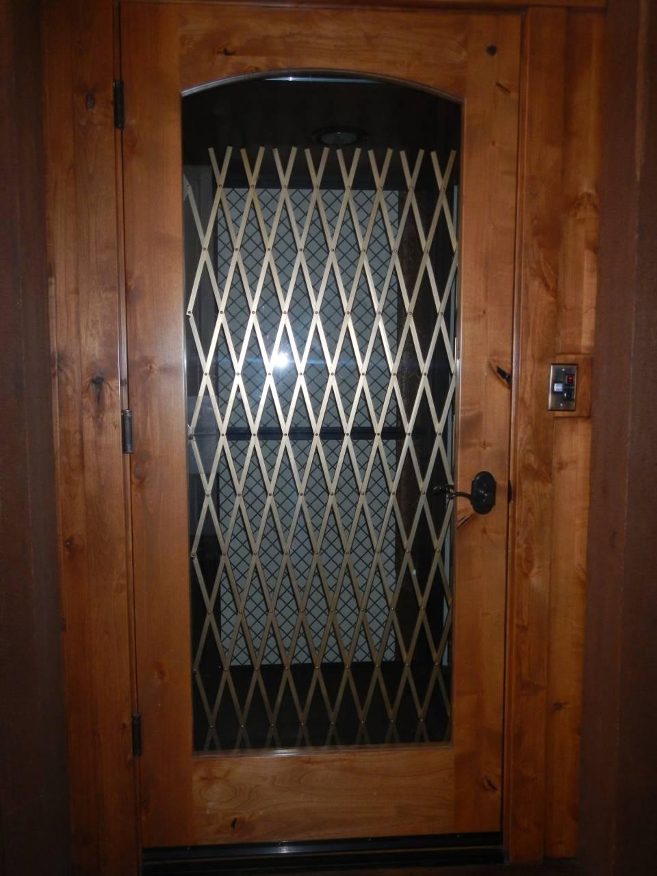 因为有4层楼,所以豪宅里有电梯