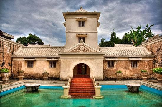 taman-sari-water-castle.jpg