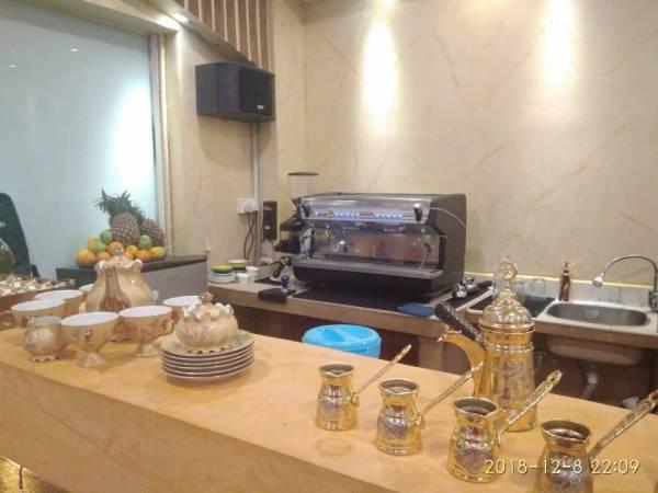 咖啡机也是特地从意大利买回来的,全隆市只有4台哦