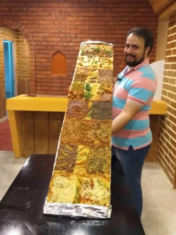 或许是全马最长的pizza~