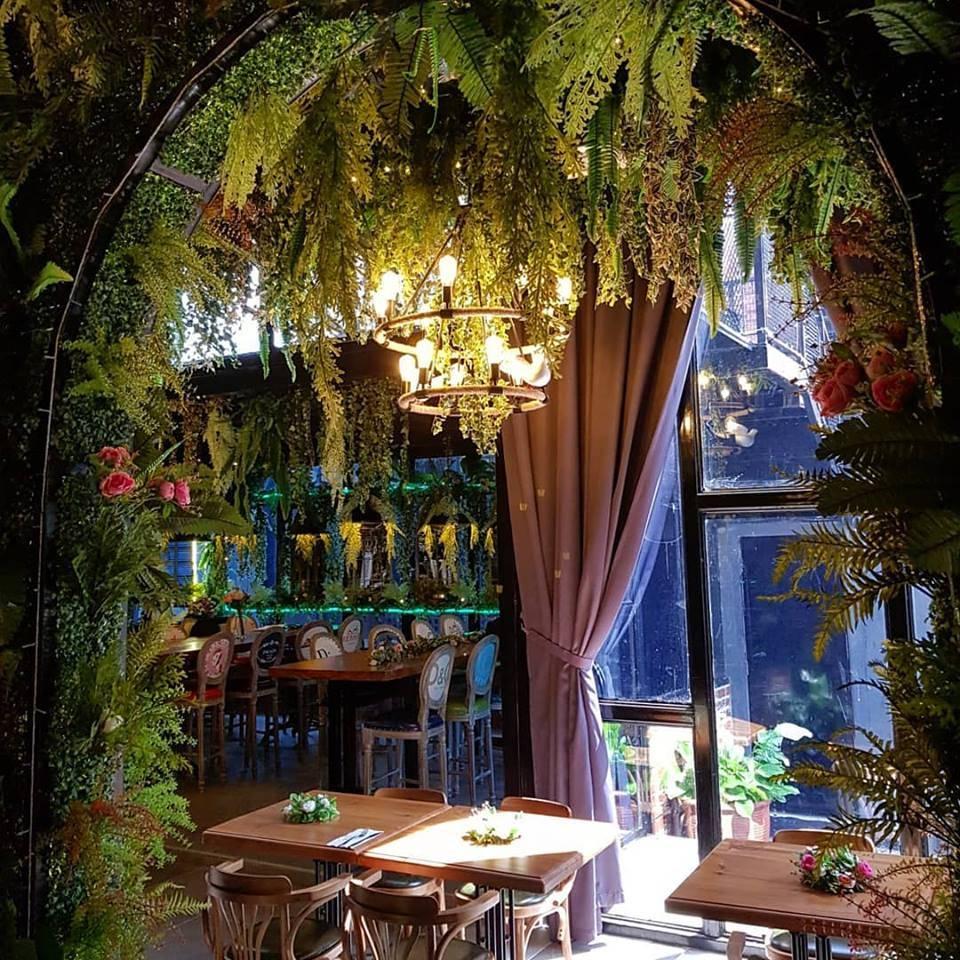 感觉就像在森林享用浪漫晚餐的感觉