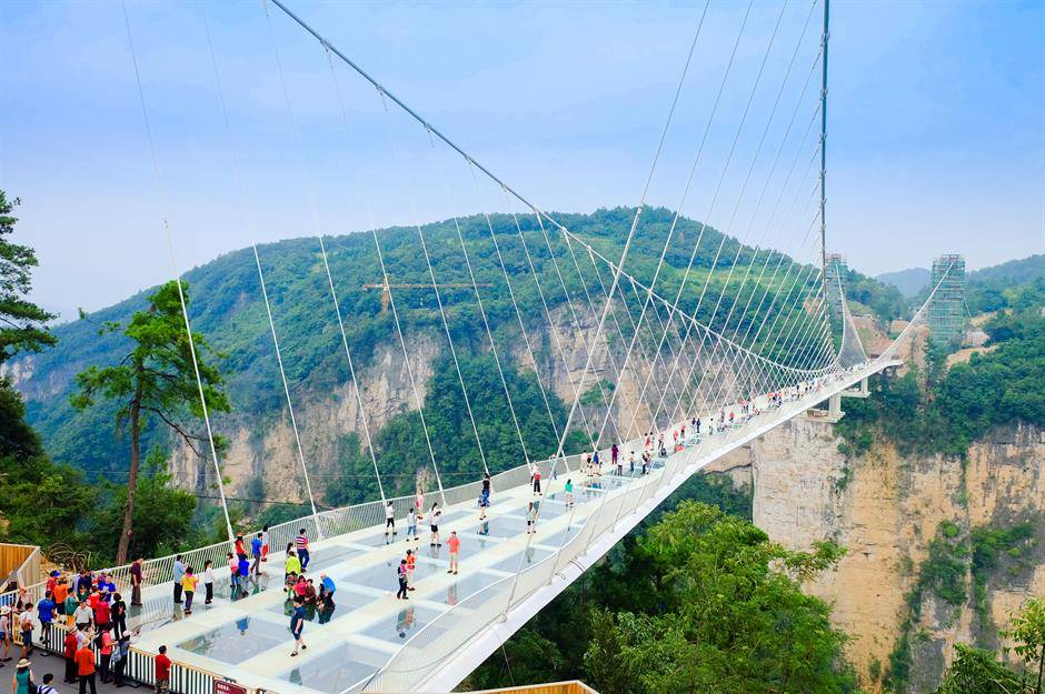 e7987147-323d-4f0b-9d85-8cae5cf468a0-Zhangjiajie-glass-suspension-bridge-china.jpg