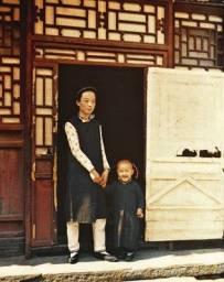 一百多年前,中國最早的彩色照片。