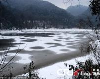 貴陽黔靈公園湖面呈現美麗幾何圖案奇觀。。。