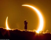 一张令人惊叹的小孩看日食照片