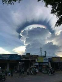 美麗的彩虹雲