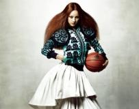 李孝利《Vogue Korea》5月时尚宣传海报