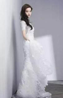 她是刘亦菲张曼玉的女神 诠释了优雅的所有可能