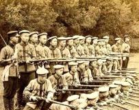 神情木讷:实拍清朝末年清军精锐部队。。。