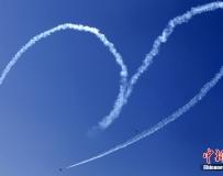 印度國際航展開幕 上演精彩飛行表演。。。