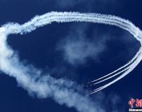 """沙特特技飛行展上演""""空中芭蕾""""。。。"""