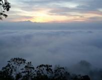 怡保万里望山。