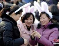 京城廟會兔女郎亮俏。。。