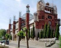 西班牙老農用垃圾建成一座800平米的大教堂。。。