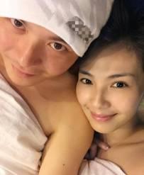 """夫妻生活落实了:刘涛老公晒""""床照"""""""