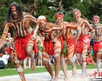 澳大利亚土著人表演传统舞蹈庆国庆日。。。