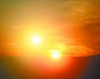 澳科學家:最早2012年人類有望見到兩個太陽。。。