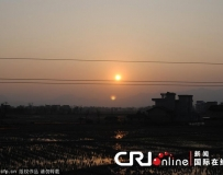 江西遂川日落时分出现两个太阳。。。