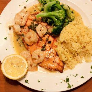 Tony Roma's的美味肋排跟鲑鱼!