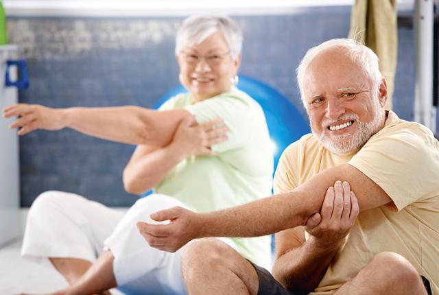 老人必备四大养生用品,闲暇活络暖身